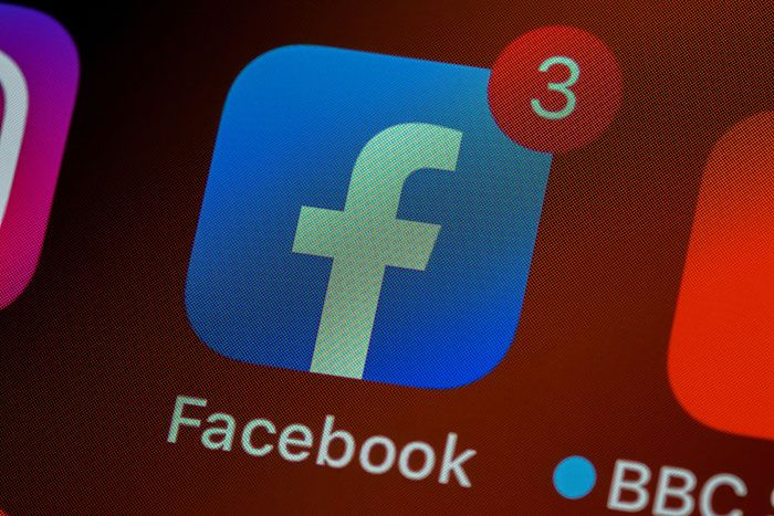 Facebook Launches Cross-Platform Communication between Instagram and Messenger