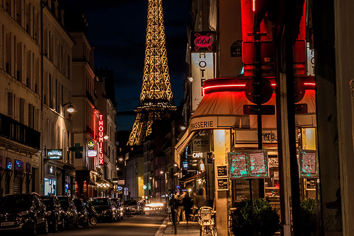 French Authorities to Shut Down Bars in Paris As City Activates COVID-19 Alert