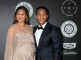 John Legend Extols Wife's Strength; Dedicates Billboard Music Awards to Her