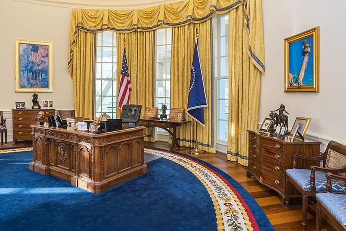 Trump Breaks COVID-19 Quarantine Procedure, Returns to the Oval Office