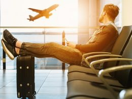 England Reduces Quarantine Period for Travelers from 14 Days to 5 Days